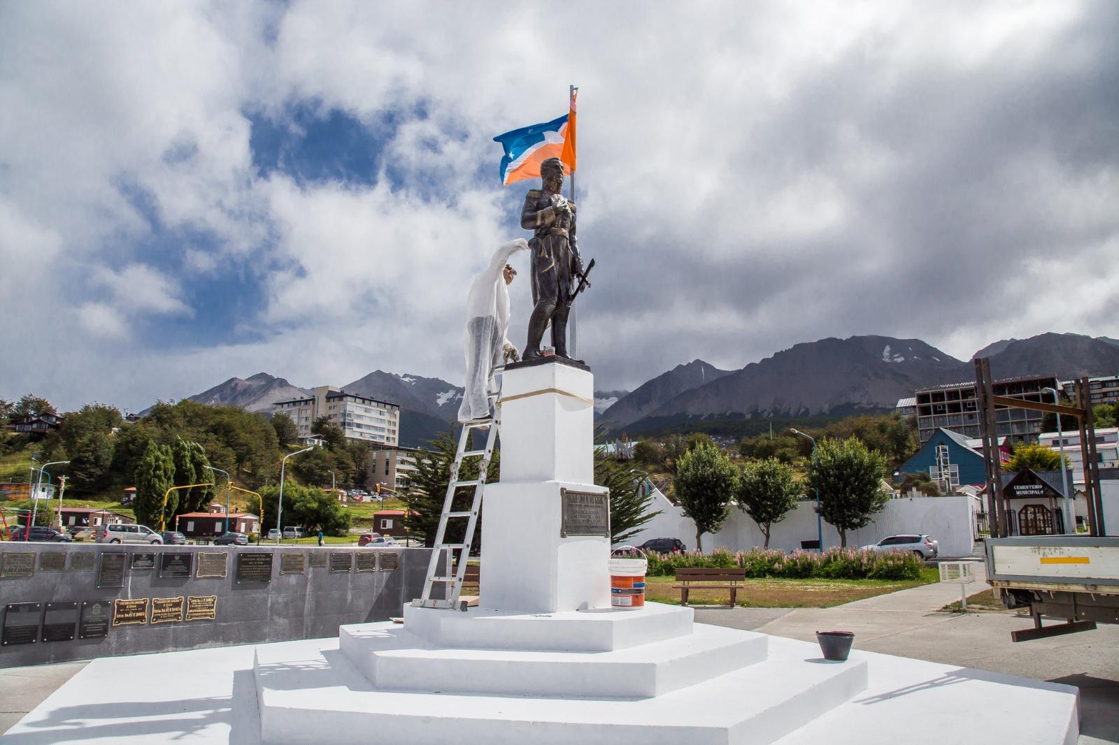 SE EMPLAZÓ LA NUEVA ESTATUA DEL GENERAL SAN MARTIN - La Licuadora
