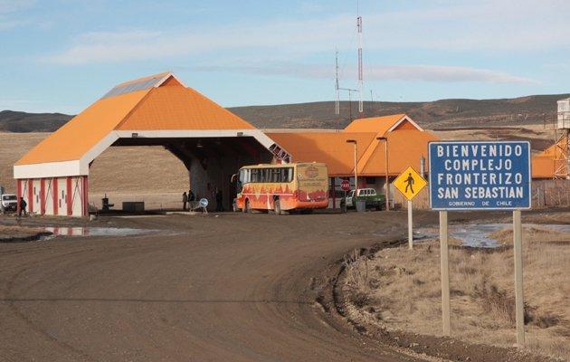 Reportan 800 camiones varados por paro en Chile