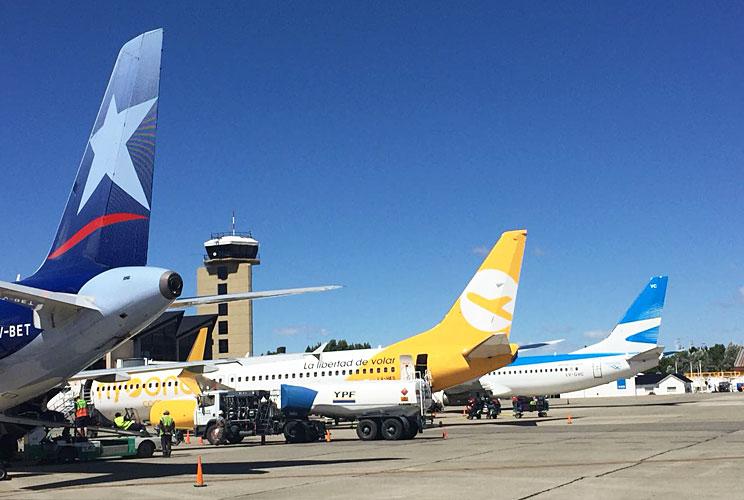 Insólito: en un vuelo, Flybondi despachó las valijas por camión