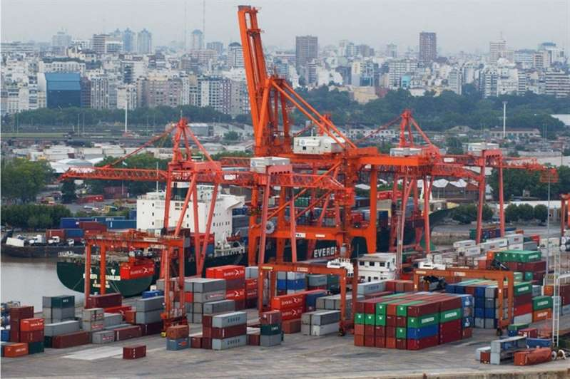 El déficit comercial se triplicó en el primer cuatrimestre — Indec